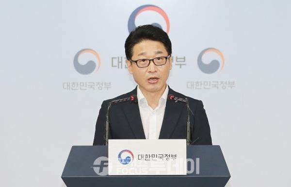 이호현 산업통상자원부 무역정책관은 19일 10시 정부서울청사 합동 브리핑룸에서 '일본 수출규제조치 관련 브리핑'을 기자단에게 브리핑을 했다.